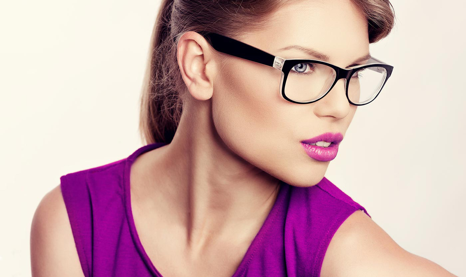 If you're looking for new eye glasses frames our optometrist in Winnipeg offers many major brands and designer brands.  Call us today to learn more!